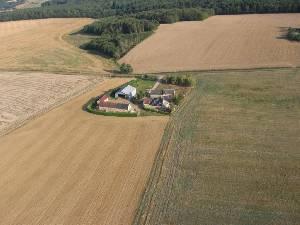 Le ferme Servigny avec champ d'atterisage avant - 121.2ko