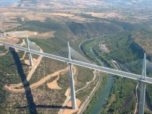 le viaduc de Millau - 321ko