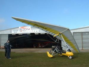 le XT 912 devant le hangar - 40.6ko