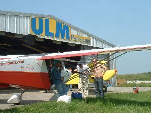André et Michel à coté de leur Sky Swift - 320.8ko